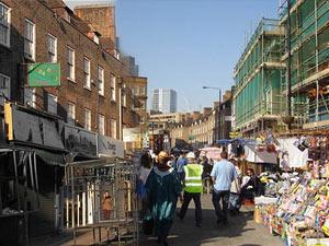 بيتيكوت لين ماركت واحداً من أقدم الأسواق في بريطانيا