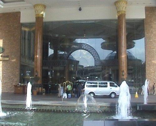 arab_travelers_malaysia_1382803270_863.jpg