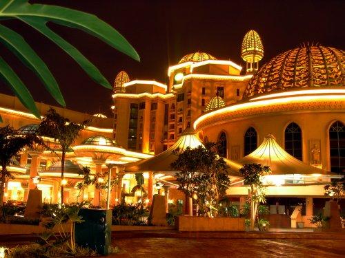 arab_travelers_malaysia_1382803455_398.jpg