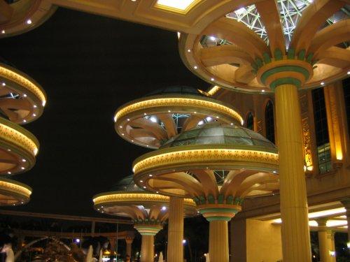 arab_travelers_malaysia_1382803457_551.jpg