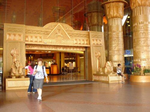 arab_travelers_malaysia_1382803545_599.jpg
