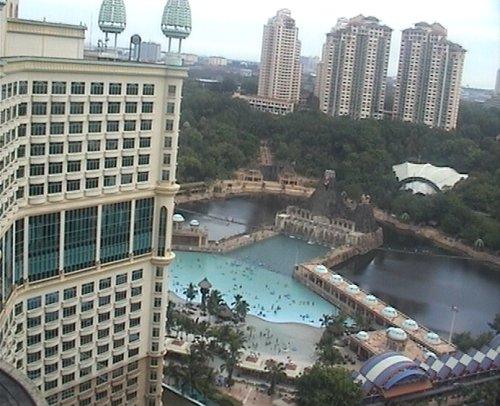 arab_travelers_malaysia_1382803734_614.jpg