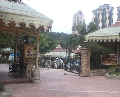 arab_travelers_malaysia_1382803743_768.jpg