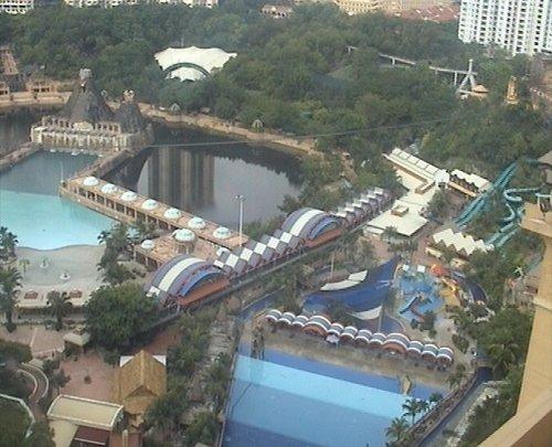 arab_travelers_malaysia_1382803752_544.jpg