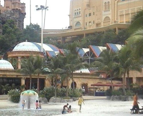 arab_travelers_malaysia_1382803852_341.jpg