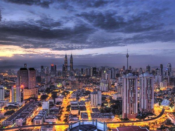 arab_travelers_malaysia_1385687276_697.jpg