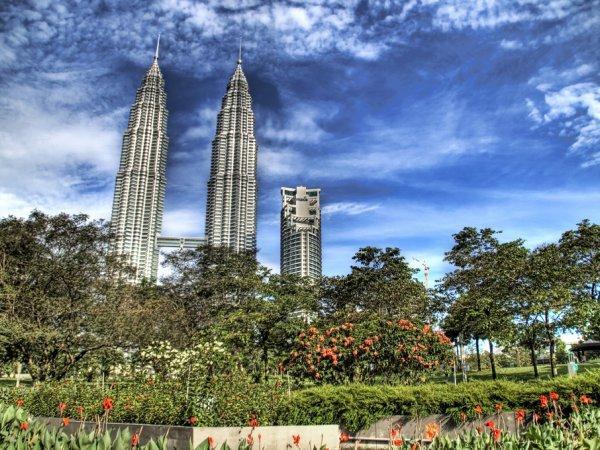 arab_travelers_malaysia_1385687266_854.jpg