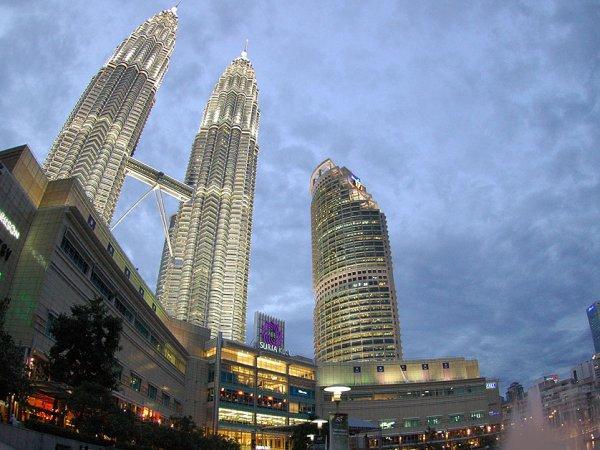 arab_travelers_malaysia_1385687267_441.jpg