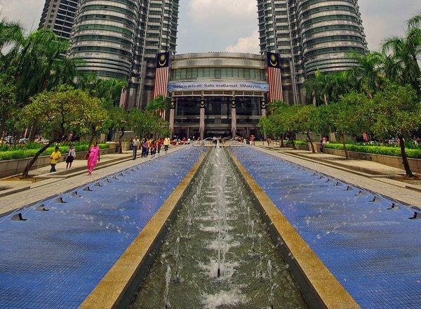 arab_travelers_malaysia_1385687258_356.jpg