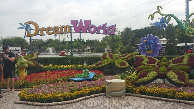 469216 المسافرون العرب التسوق و السباحة في تايلاند
