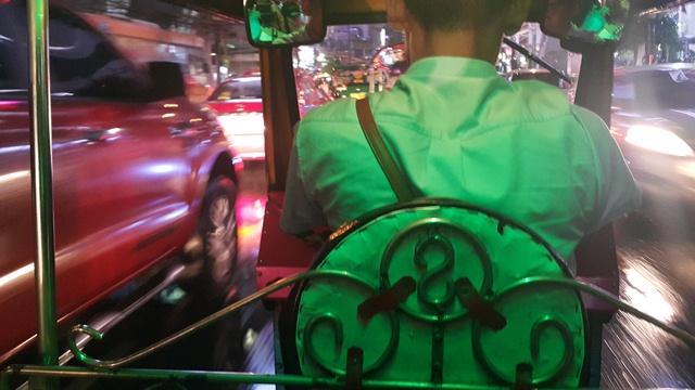 469258 المسافرون العرب التسوق و السباحة في تايلاند