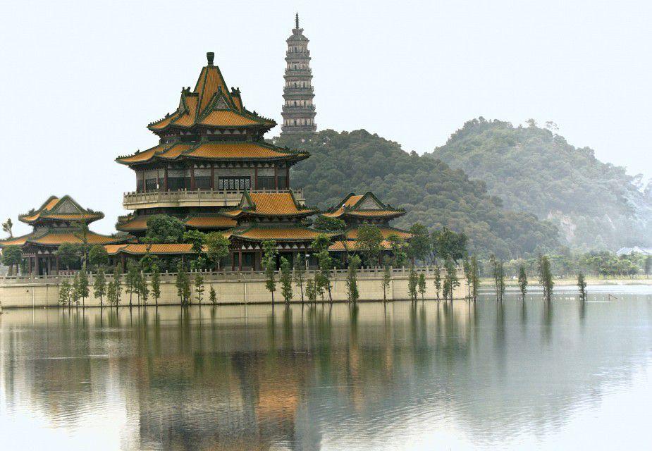 Temple-by-the-lake-Foshan.jpg