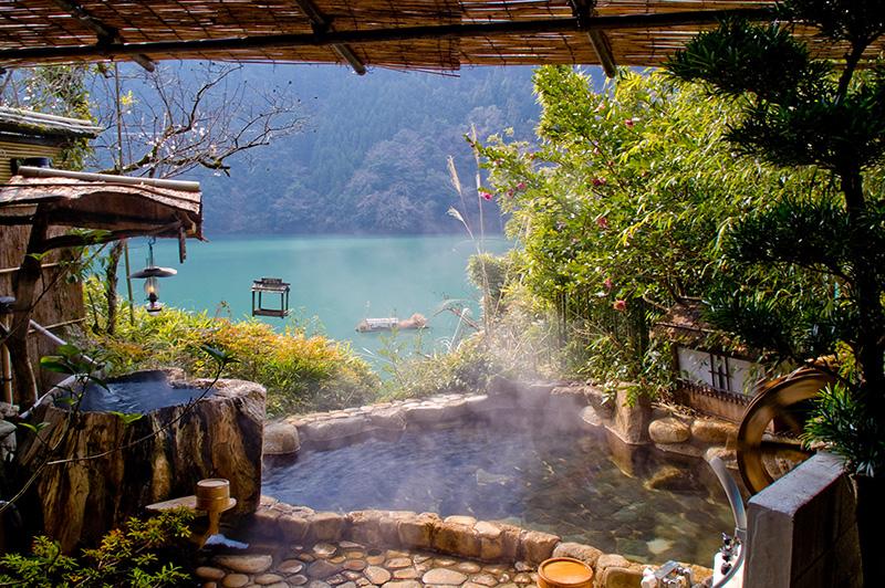480817 المسافرون العرب ينابيع المياه الساخنة في اليابان