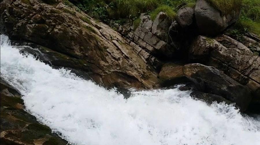 رحلة شيقة الى جبال الالب ونهر السي-539756