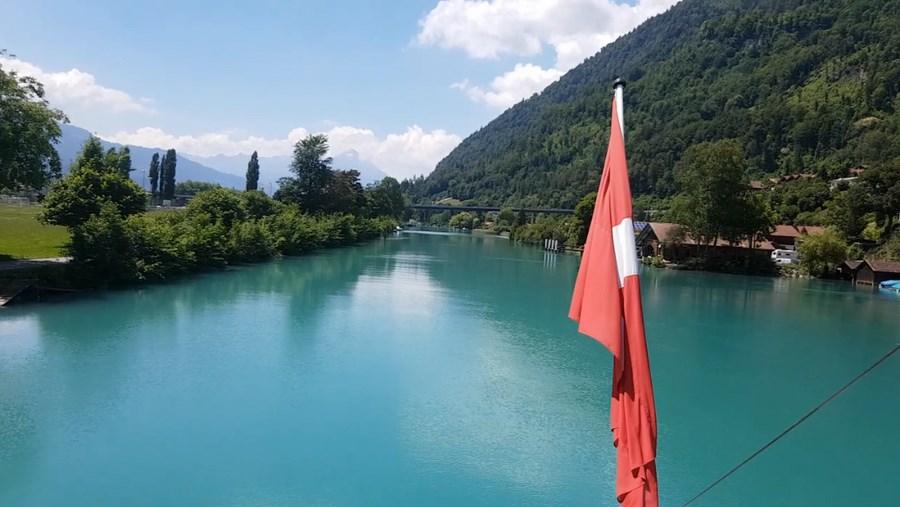 رحلة شيقة الى جبال الالب ونهر السي-540106