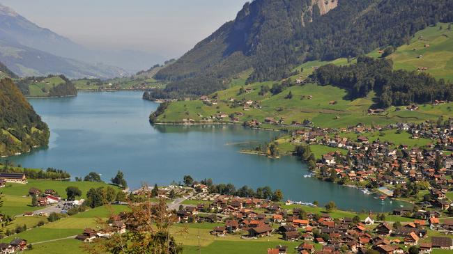 سويسرا بيوت ملوّنة و جداريات-543847