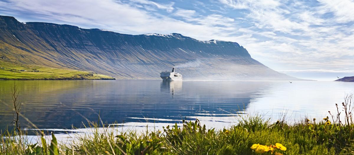 Norrona-Seydifjordur.jpg