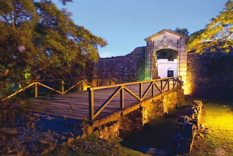 مدينة أوروغوانية جميلة مليئة بالمباني الاستعمارية القديمة-602159