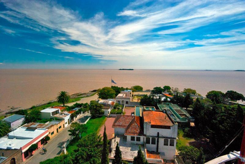 مدينة أوروغوانية جميلة مليئة بالمباني الاستعمارية القديمة-602164