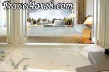 Hillton-King_bed_Jacuzzi_Suite_Premium_Fallsview_400_.jpg