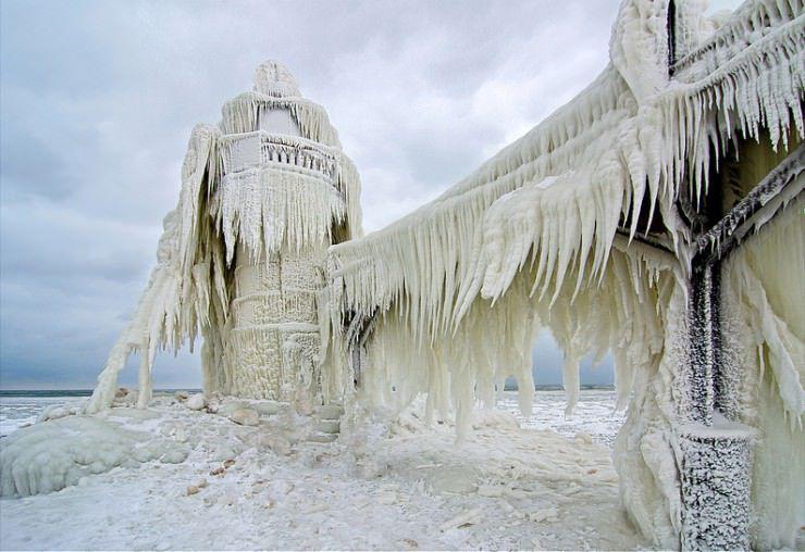 St.-Joseph-North-Pier-Michigan-USA.jpg