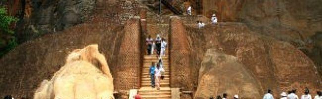 Climb-Sigiriya-Rock-Fortress-319x198.jpg