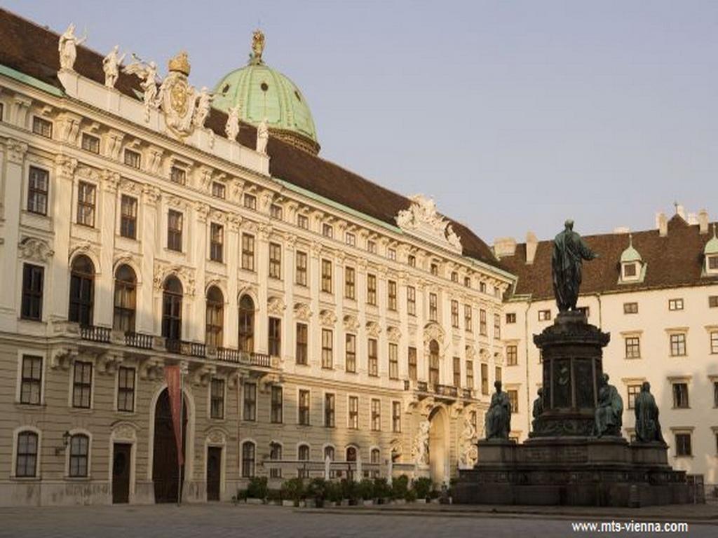 Hovaud-Palace0.jpg