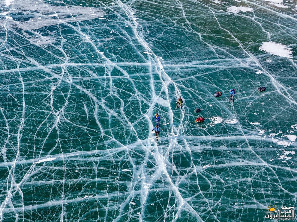 فتاة تسبح إلى الأعلى في المياه البلورية 687753 المسافرون العرب