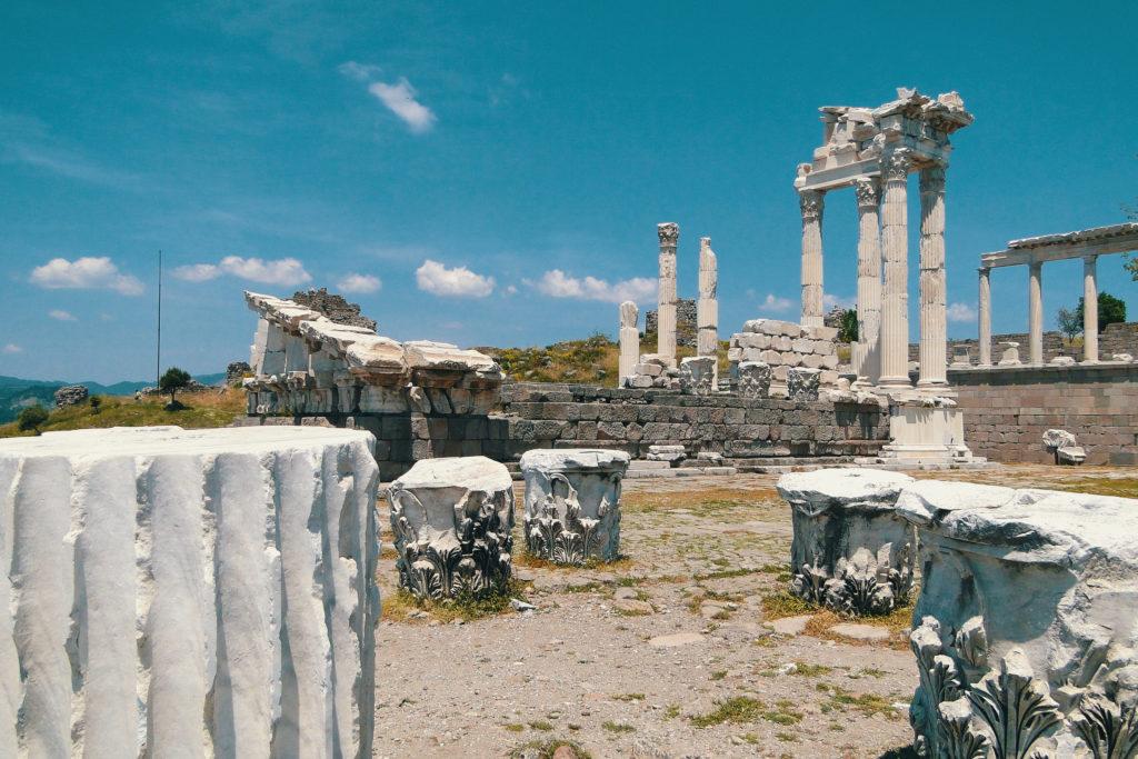 Pergamum-Turkey-%D9%85%D9%86%D8%A7%D8%B7%D9%82-%D8%A3%D8%AB%D8%B1%D9%8A%D8%A9-1024x683.jpg