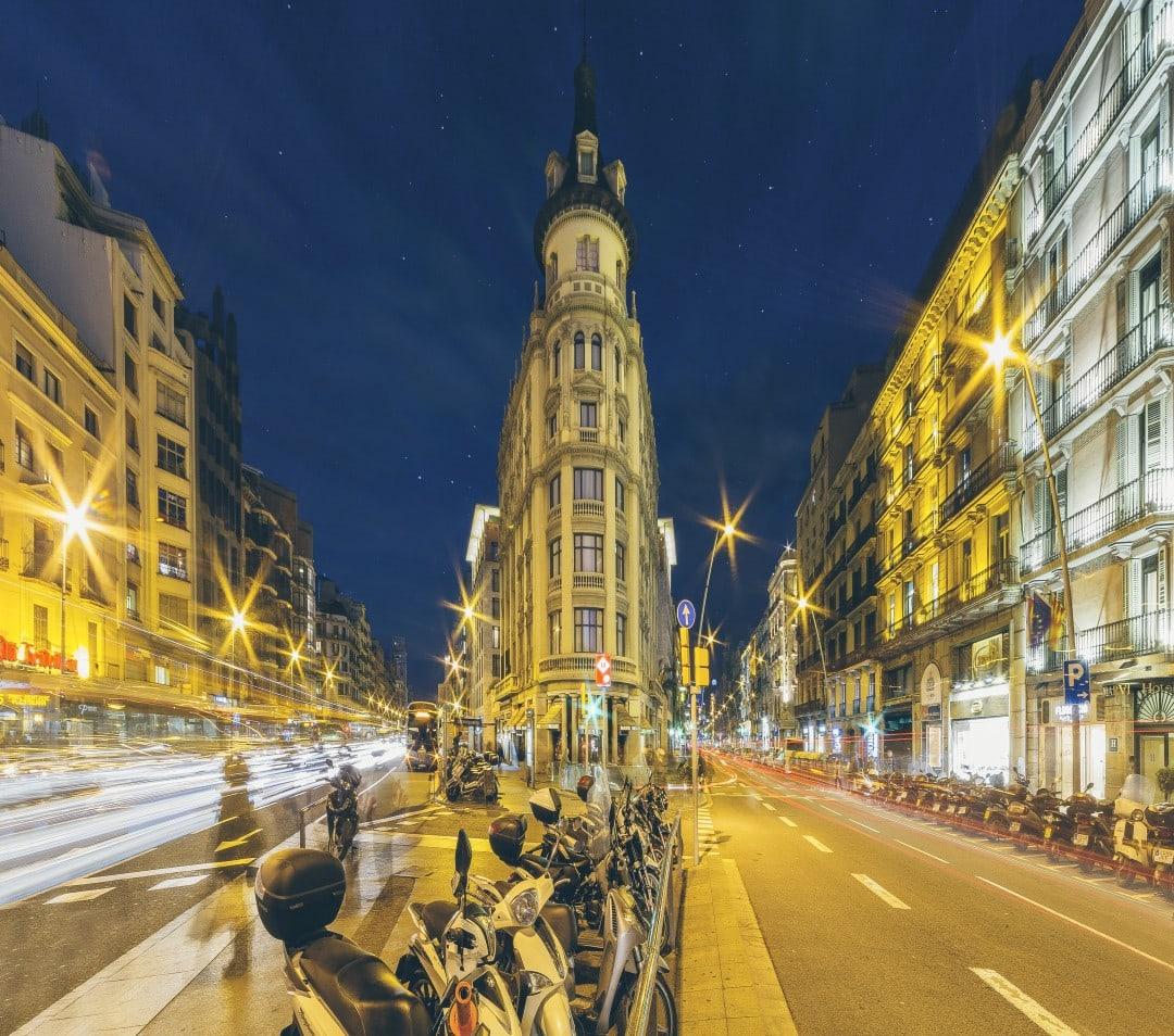 704050 المسافرون العرب مقتطفات سعودي عن السياحة في برشلونة .