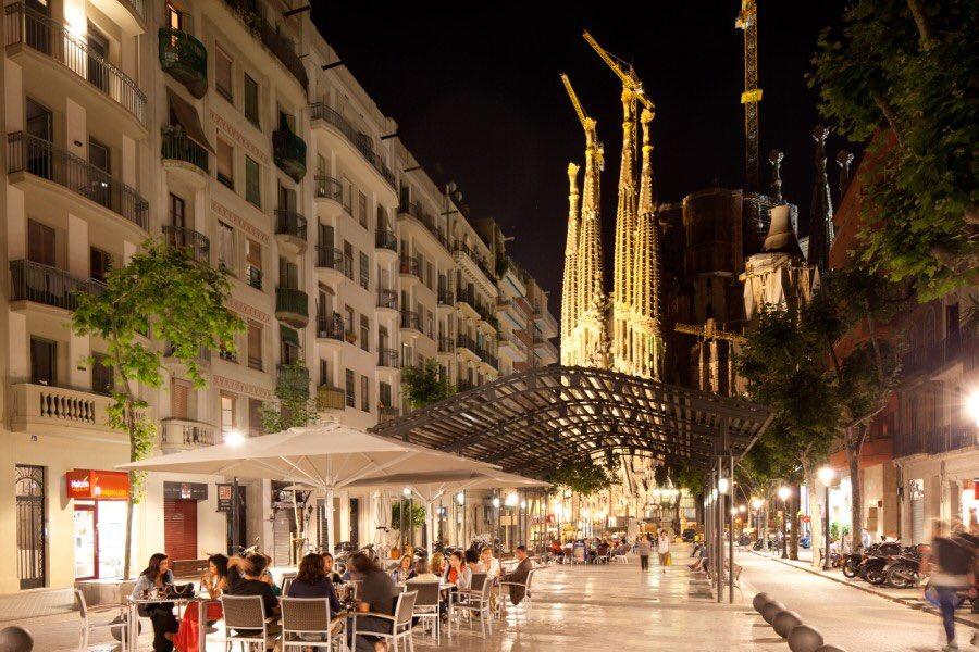 704062 المسافرون العرب مقتطفات سعودي عن السياحة في برشلونة .
