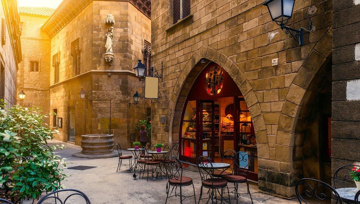 704065 المسافرون العرب مقتطفات سعودي عن السياحة في برشلونة .