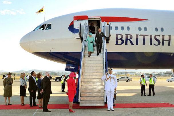 Oct-19-The-Queen-arrives-608.jpg