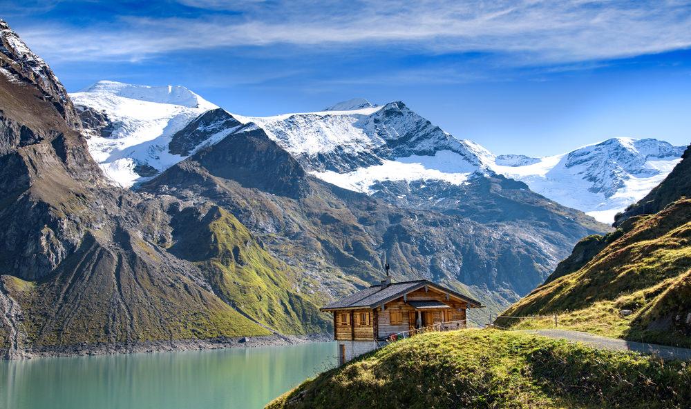 708080 المسافرون العرب هل تحلم بفندق في أحضان جبال الألب الخلابة في النمسا؟