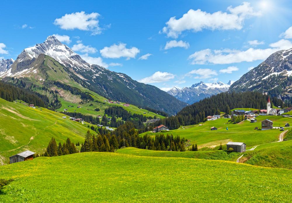 708081 المسافرون العرب هل تحلم بفندق في أحضان جبال الألب الخلابة في النمسا؟