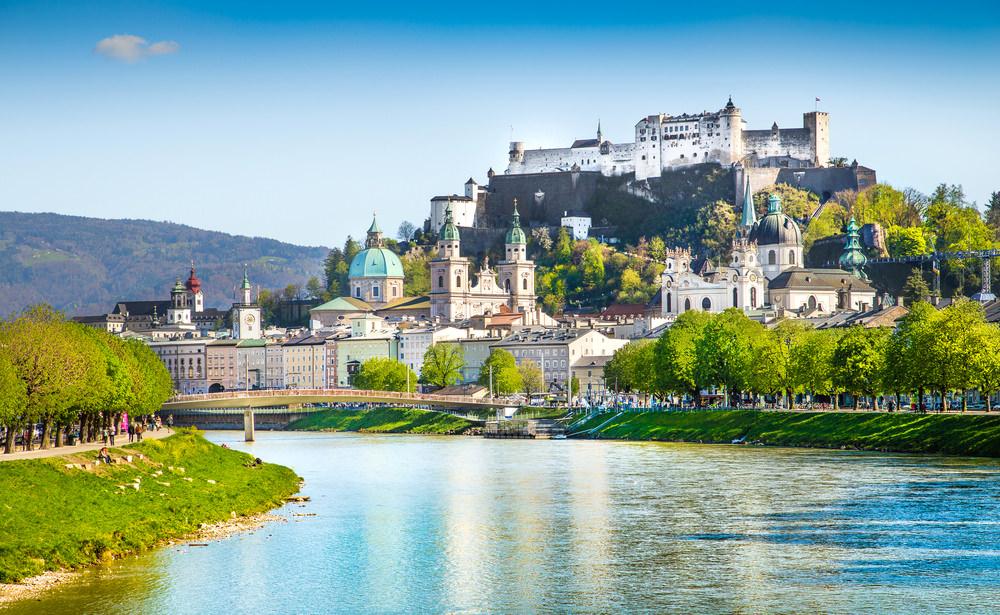708082 المسافرون العرب هل تحلم بفندق في أحضان جبال الألب الخلابة في النمسا؟