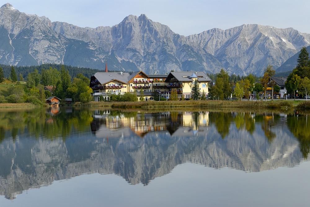 708083 المسافرون العرب هل تحلم بفندق في أحضان جبال الألب الخلابة في النمسا؟