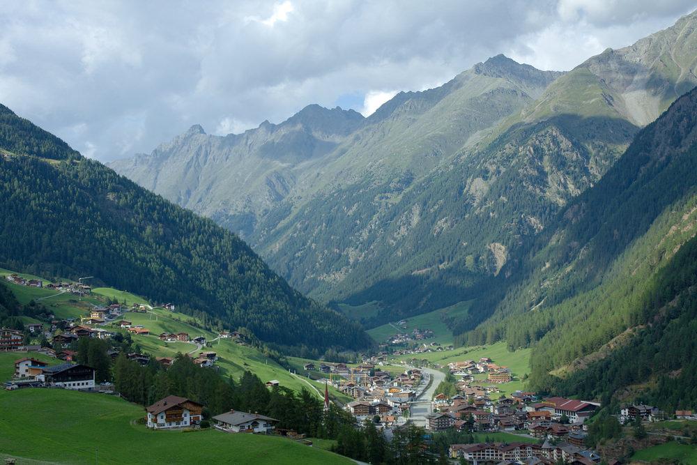 708084 المسافرون العرب هل تحلم بفندق في أحضان جبال الألب الخلابة في النمسا؟