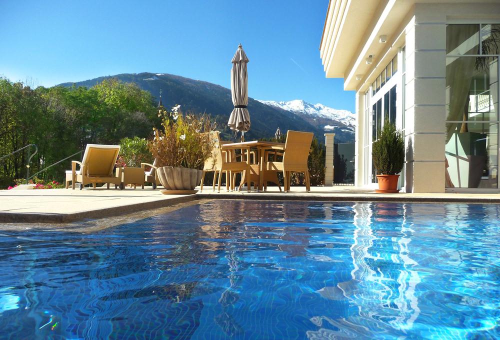 708085 المسافرون العرب هل تحلم بفندق في أحضان جبال الألب الخلابة في النمسا؟