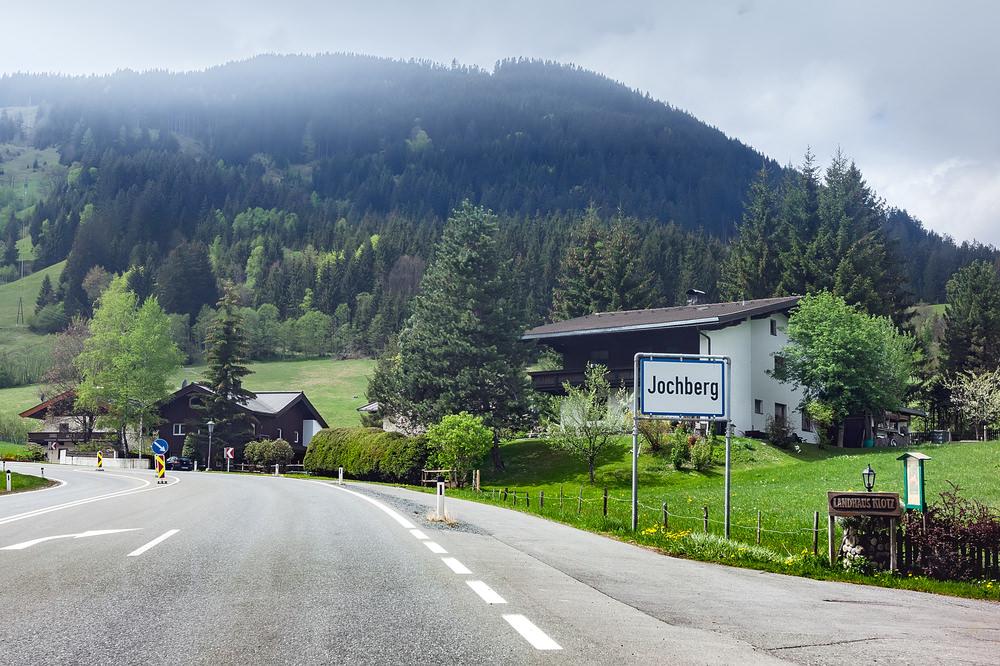 708088 المسافرون العرب هل تحلم بفندق في أحضان جبال الألب الخلابة في النمسا؟