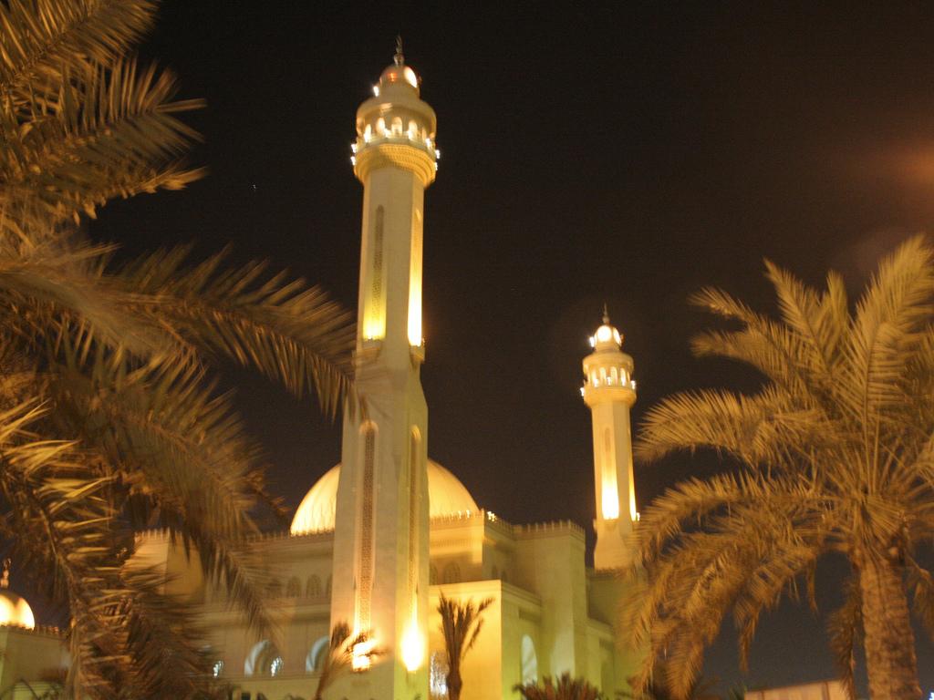 arab_travelers_malaysia_1392349775_617.jpg
