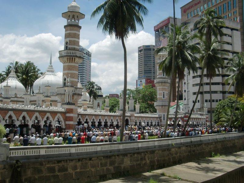 arab_travelers_malaysia_1397546013_931.jpg