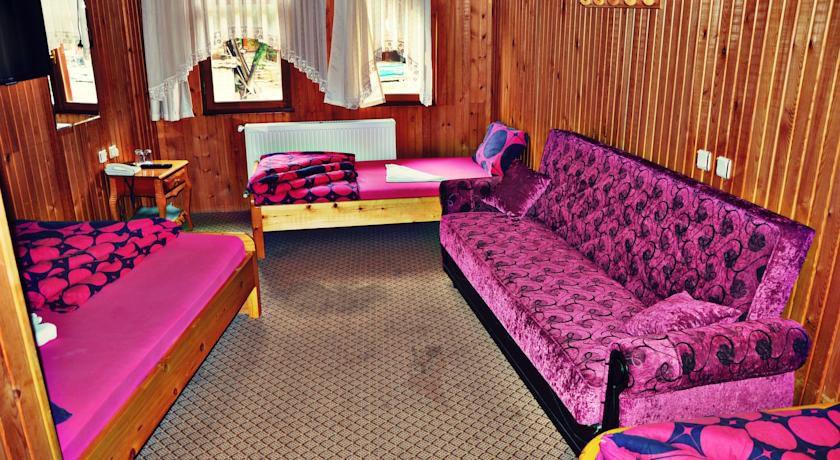 Onal-Motel-offers-a-tea-garden-with-Uzungol-Long-Lake-views.jpg