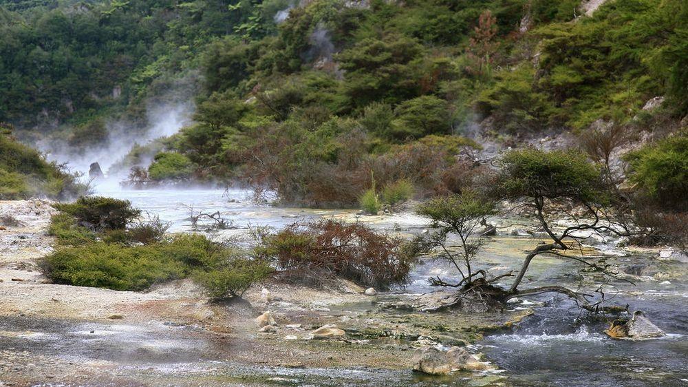 Frying-Pan-Lake-covers-38000-square-meters-and-has-an-average-depth-of-6-meters.jpg