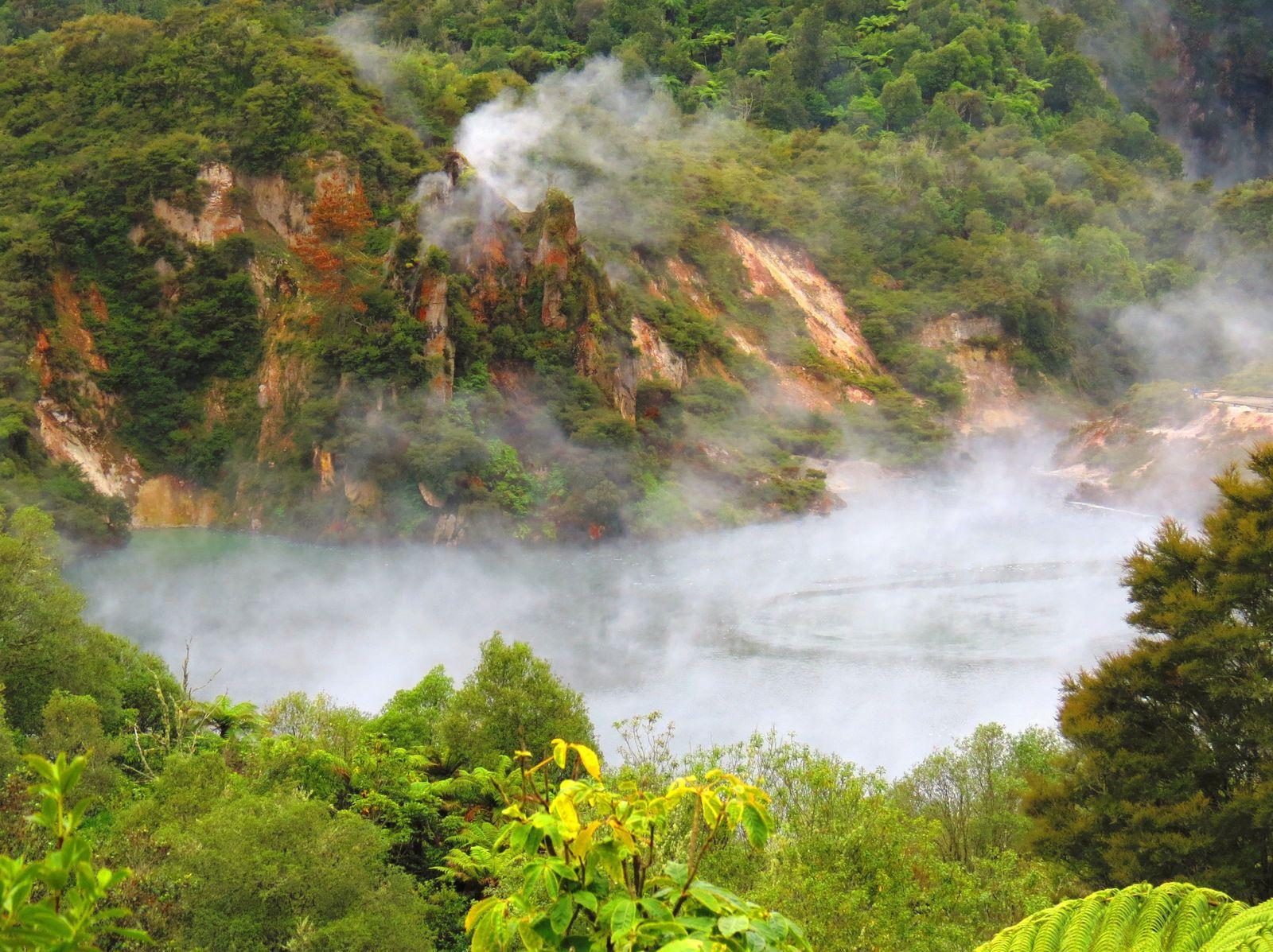 Frying-Pan-Lake-New-Zealand.jpg