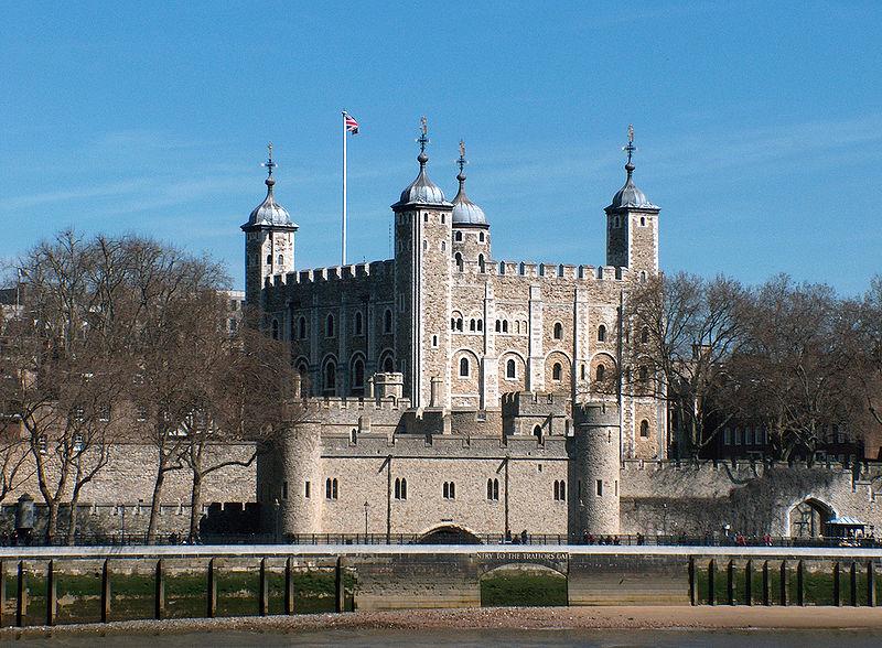 800px-Tower_of_London%2C_April_2006.jpg