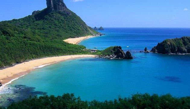 Praia-do-Sancho-Fernando-de-Noronha-Brazil.jpg