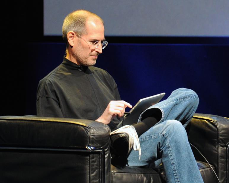 steve_jobs_at_apple_ipad_event.jpg