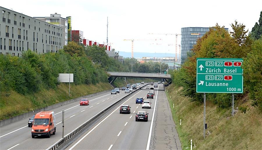 CH_autobahn-sign-zurich900.jpg