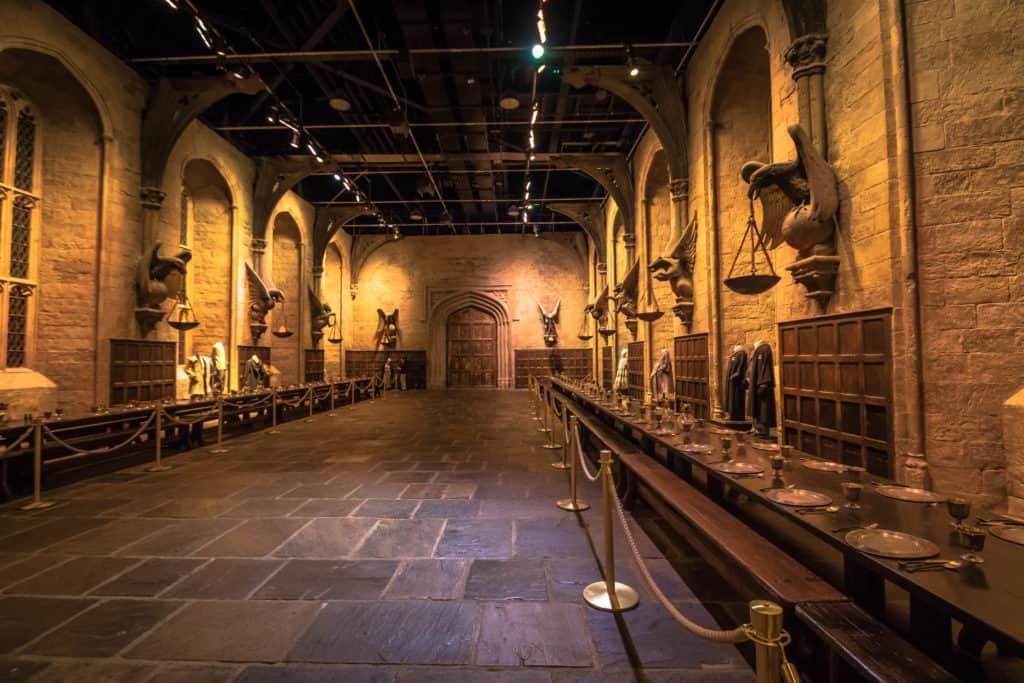 Dining-Hall-in-Hogwarts.jpg